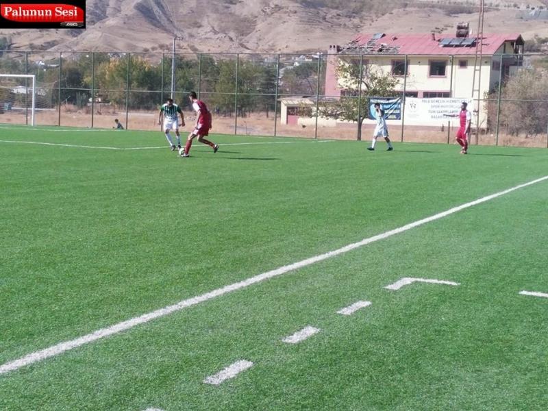 Paluspor -Hicret gençlik spor arasında oynana maç Palusporun 2-1 üstünlüğü ile sona erdi. Palu Sentetik Çim Saha`da oynanan maç saat 12:00 de başladı.