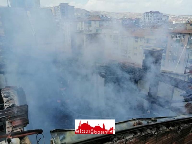 5 Katlı Binanın Çatı Katında Ekmek Pişirirken Yangın Çıktı