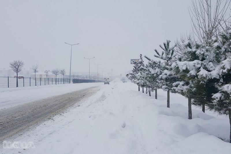 Bingöl-Erzurum yolu kar nedeniyle trafiğe kapatıldı