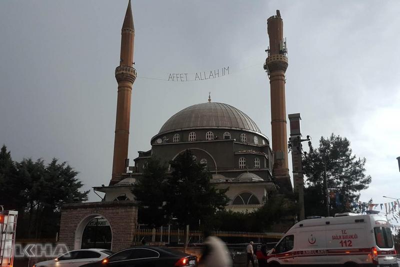 Cami minaresine yıldırım isabet etti