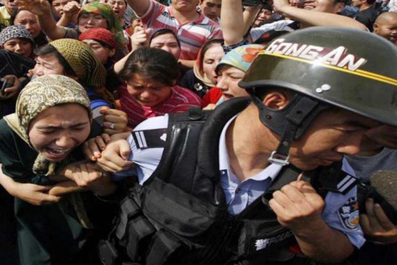 """Çin'in Müslüman Uygurlara zulmünü """"soykırım"""" olarak kabul eden ilk parlamento"""