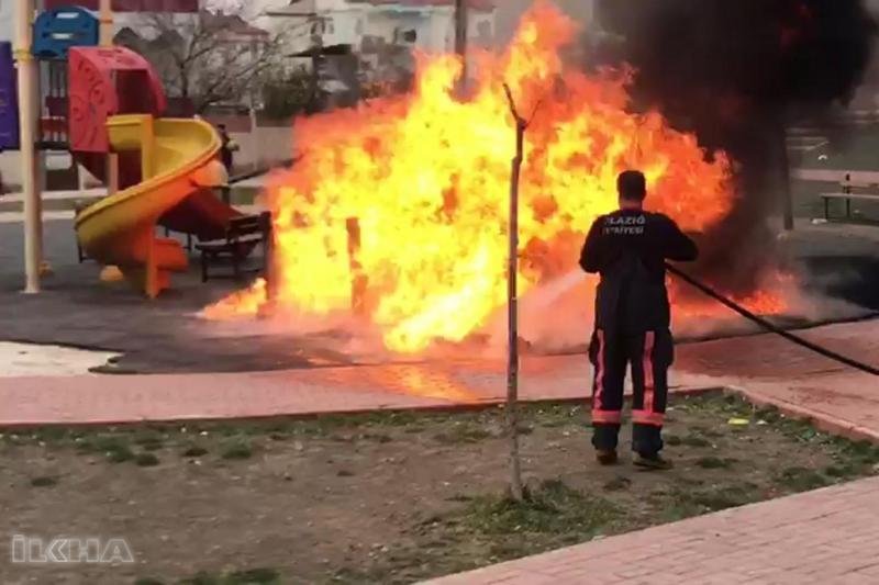 Çocuk parkını benzin dökerek yaktılar- VİDEO