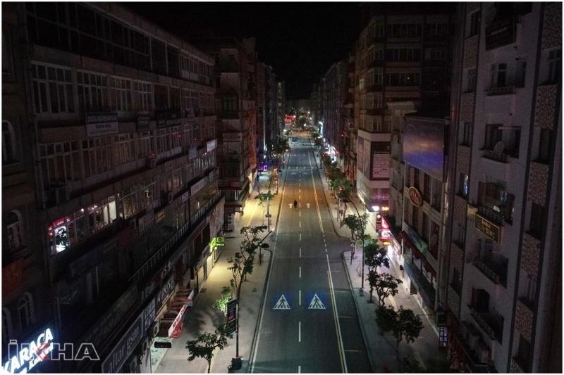 Coronavirus sürecinde kapatılan caddelerdeki yollar onarıldı