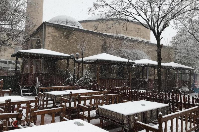 Elazığ`da Etkili olan kar kartpostallık görüntü oluşturdu