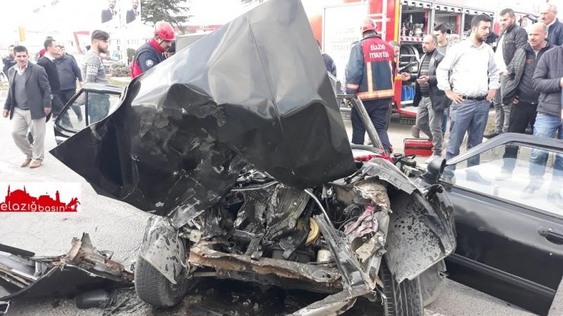 Elazığ`da Feci Trafik Kazası: 2 Yaralı