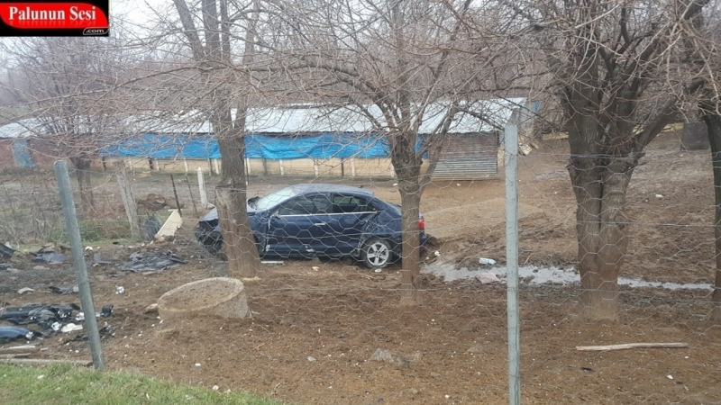 Elektrik Direğine Çarpan Otomobil Şarampole Yuvarlandı: 1 Yaralı