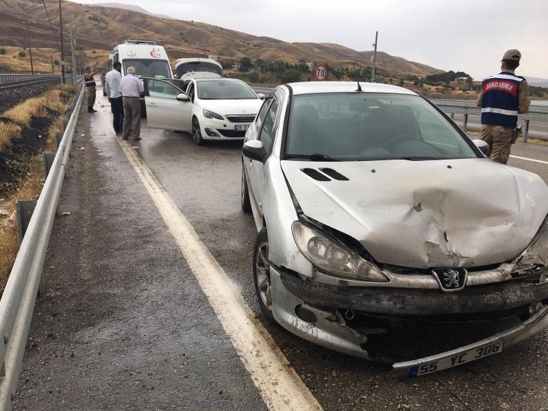 Elâzığ'da meydana gelen trafik kazasında biri ağır 4 kişi yaralandı