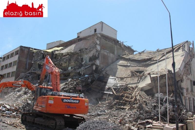 Emektar SGK binası yıkıldı