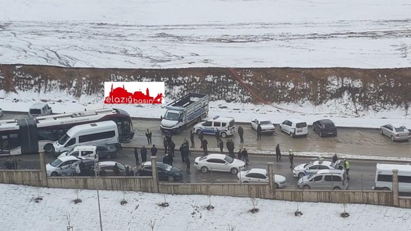 Fethi Sekin Hastanesinde Zincirleme Trafik Kazası