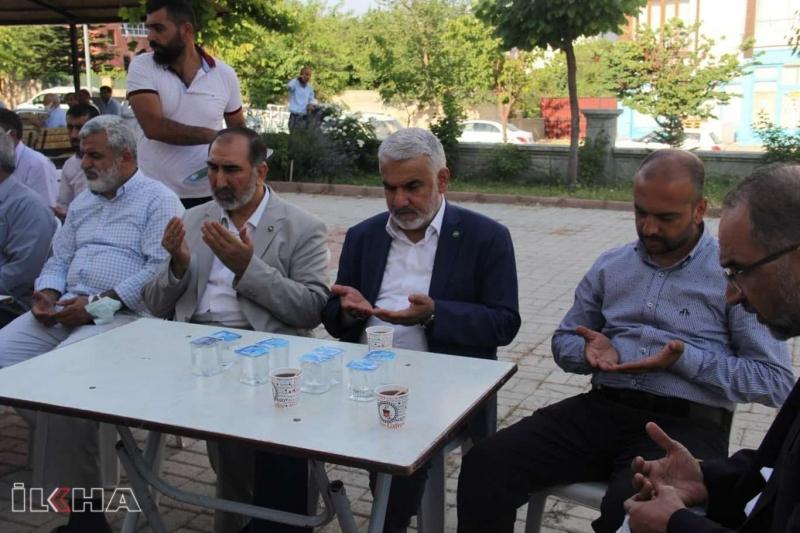 HÜDA PAR Genel Başkanı Yapıcıoğlu'dan Şahin ailesine taziye ziyareti