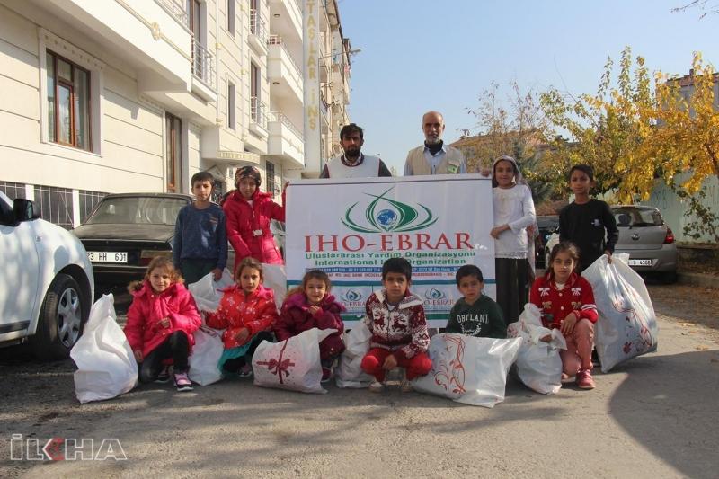 İHO-EBRAR Yangında Yanan 6 Ev Sakinlerinin Çocuklarını Giydirdi