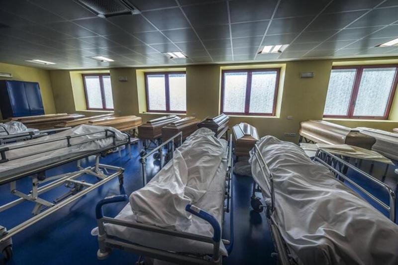 İtalya'da Covid-19 nedeniyle bir günde 627 kişi öldü