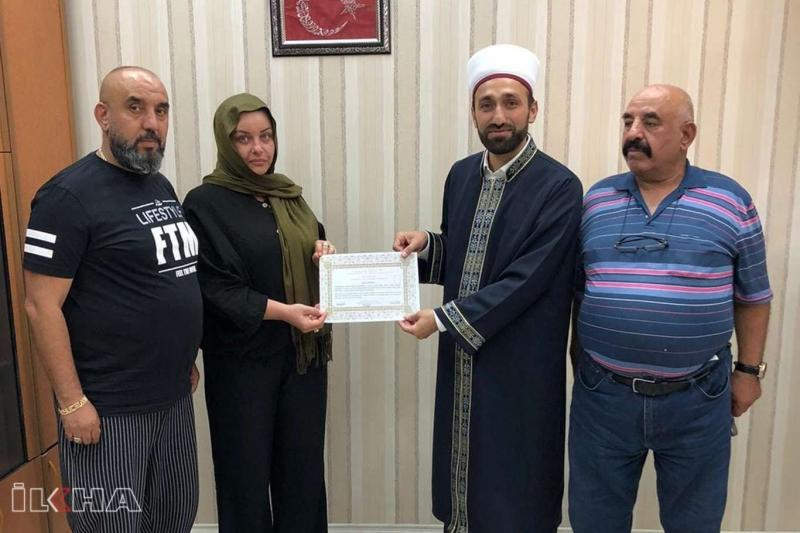 Karakoçan`da İslam'ı araştıran Bulgaristanlı kadın Müslüman oldu