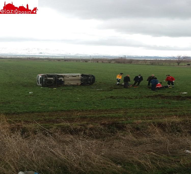 Kontrolden Çıkan Otomobil Tarlaya Girdi: 4 Yaralı