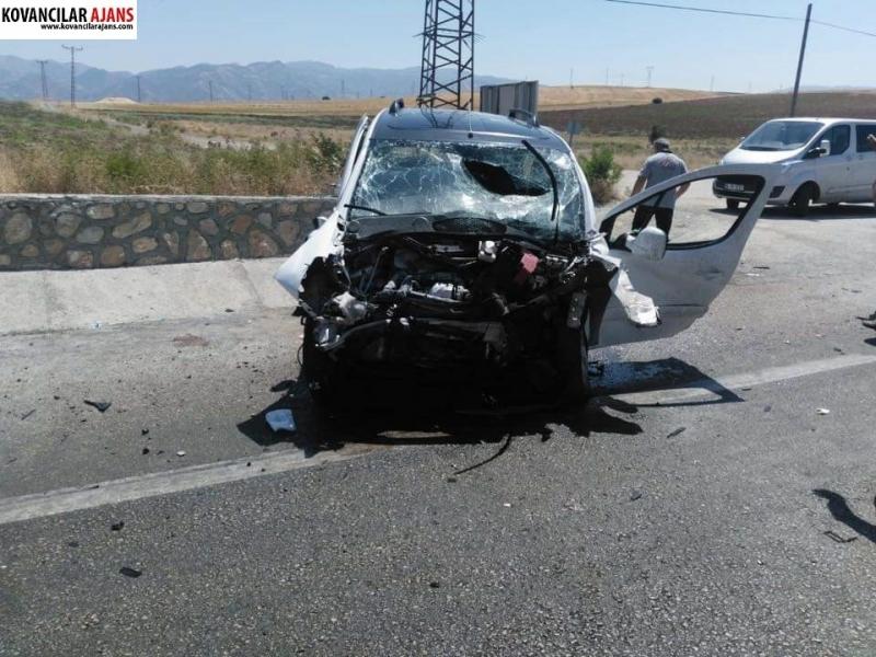 Kovancılar`da Feci Kaza: 1 Ölü 4 Yaralı-VİDEO