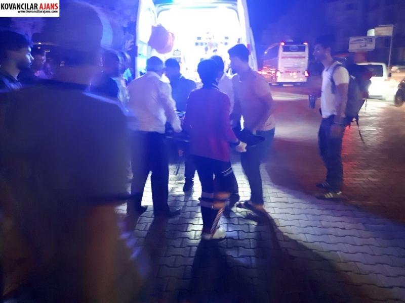 Kovancılar`da Otomobil Yoldaki Yayaya Çarptı