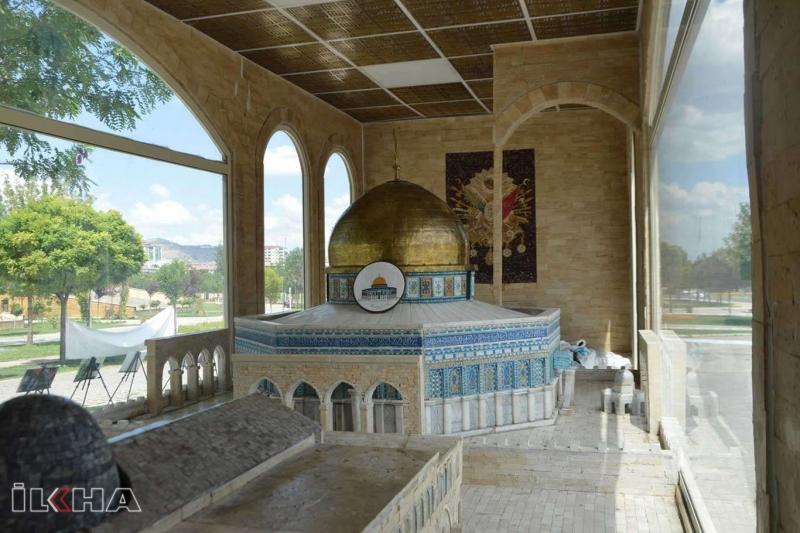 Minia Kudüs tırı Elazığ'da yoğun ilgi görüyor