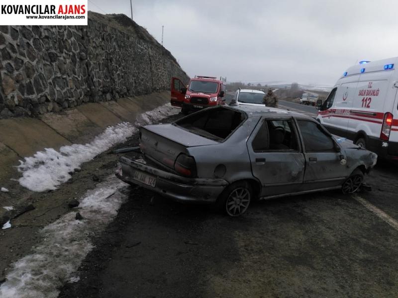 Otomobil Yola Düşen Kayaya Çarptı :6 Yaralı
