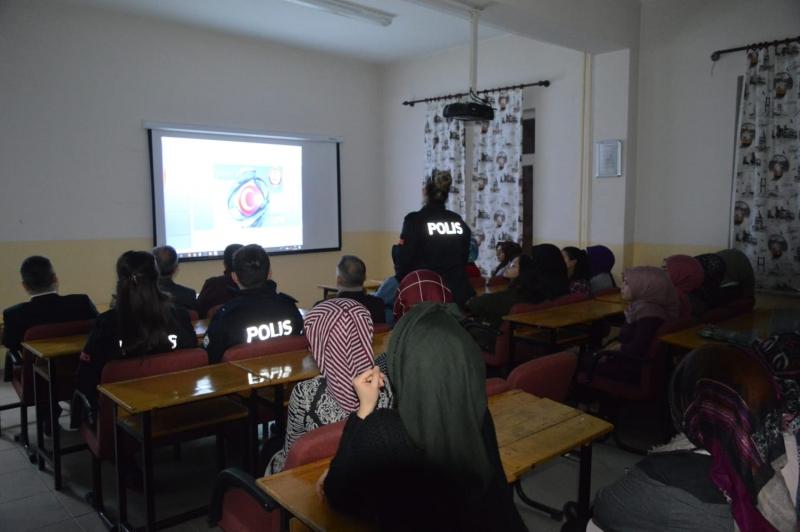 Palu Kız Meslek Lisesinde Güvenli Gençlik Güvenli Gelecek Semineri Düzenlendi