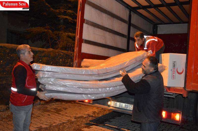 Palu Kızılayı Evleri Yanan Vatandaşlara Yardım Etti