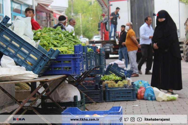 Palu`da Organik ürün satan çiftçiler pazar yeri talep ediyor
