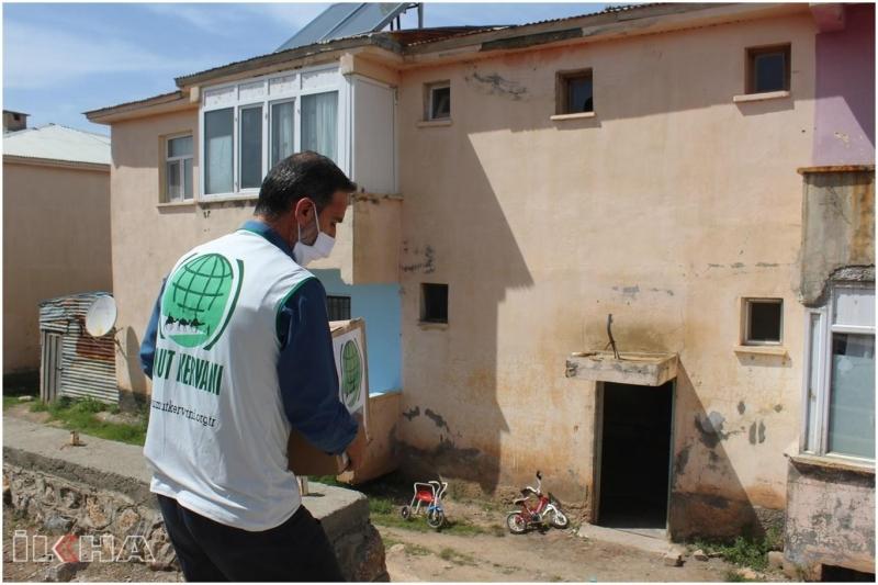 Umut Kervanı Palu`da Ramazan yardımında bulundu