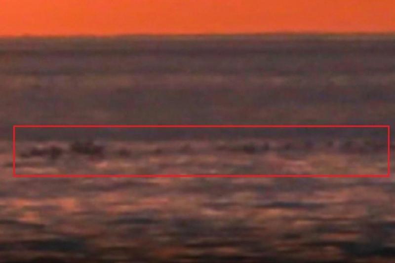 VAN GÖLÜ CANAVARI olduğu ileri sürülen bir canlı akademisyenin kamerasına takıldı