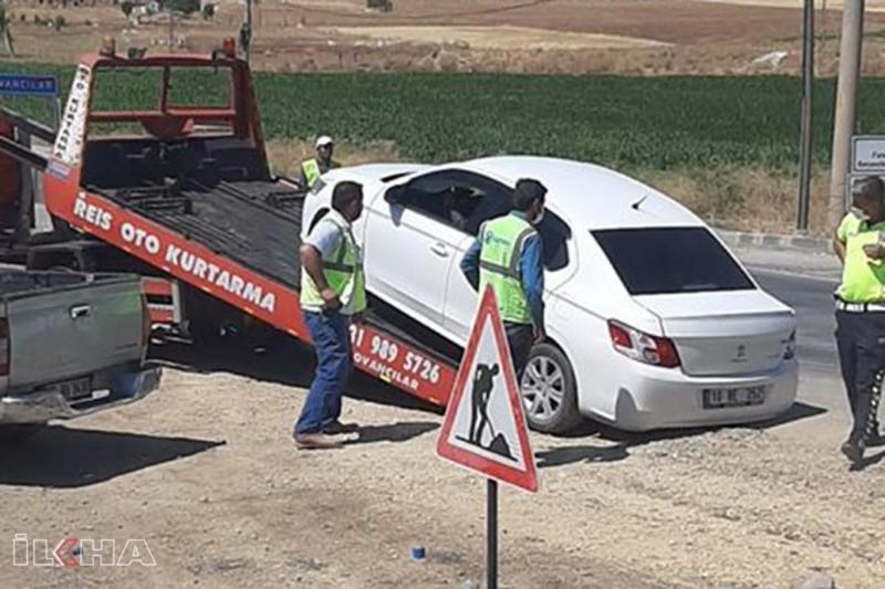 Yol yapım çalışması yapılan yerde iki otomobil çarpıştı: 2 yaralı