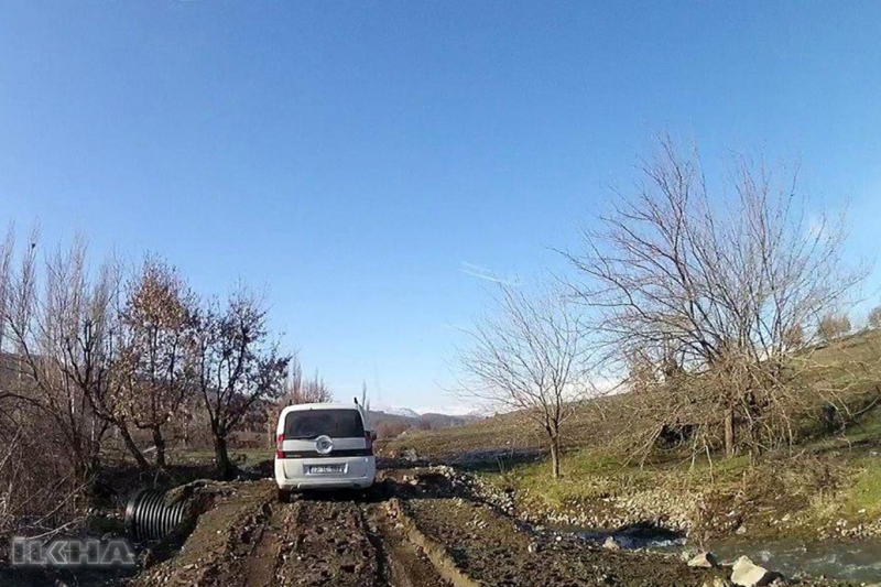 Yolları bozuk köylüler: İki ülke arasında mı kalmışız?-VİDEO